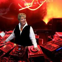 DJ Lynne Rossetto Kasper